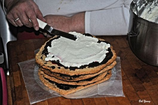 31Mar2013_1b_Captain's-Shack_Vincino_Torte-Base_Apply-Whipped-Cream