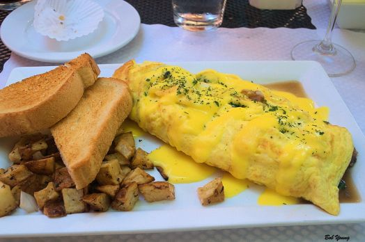 I had this delightful Denver Omelet Special with Hollandaise Sauce.