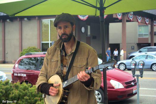 Banjo pickin' and singin'!